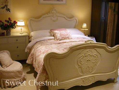 Sweet Chestnut; a luxurious guest bedroom in Mole End bed and breakfast